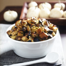 Food & Wine: Fig-and-Almond Bread Stuffing with Fennel