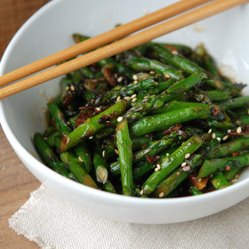 mkgalleryamp; Wine: Wok-Tossed Asparagus in Black Bean Sauce