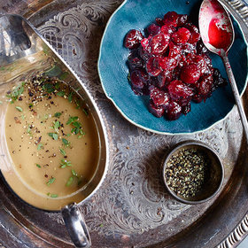 Food & Wine: How to Make the Ultimate Thanksgiving Gravy