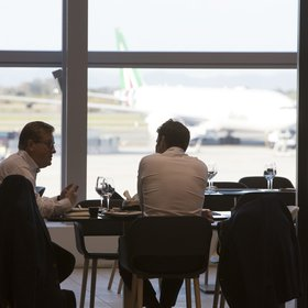 mkgalleryamp; Wine: This Is the Best Airport Food, According to Pilots