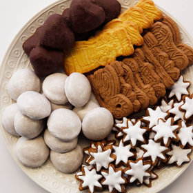 Food & Wine: These Imported German Christmas Cookies From Aldi Are Kind of Amazing