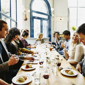 Food & Wine: What You Should and Shouldn't Do When You Go Out to Dinner with a Big Group