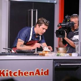 Food & Wine: Hugh Acheson's Go-To Weeknight Dinner Isn't What You Might Expect
