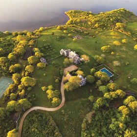 Food & Wine: Jacqueline Kennedy Onassis's Tranquil Martha's Vineyard Estate Is on the Market