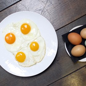 Food & Wine: Do Different Color Chicken Eggs Taste Different?