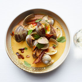 mkgalleryamp; Wine: Pepper Jelly–Braised Clams with Mint