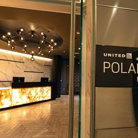 mkgalleryamp; Wine: United's New Polaris Lounge at LAX Is Basically a Spa but With Tacos and Wine
