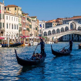 Food & Wine: Tourists Now Have to Pay an Entrance Fee Before Setting Foot in Venice