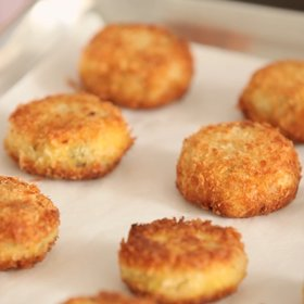 Food & Wine: How to Make Crab Cakes
