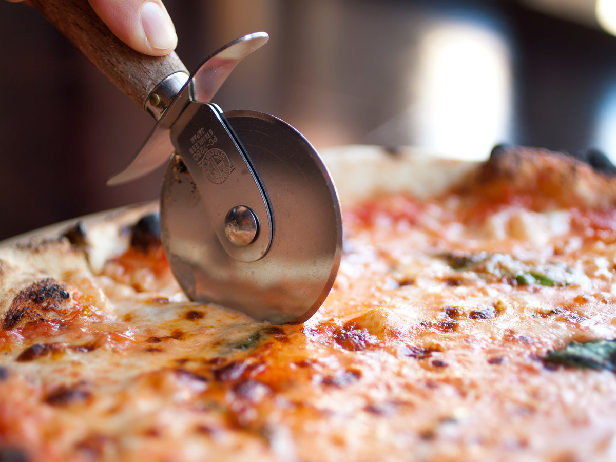 HOW TO MATHEMATICALLY CUT A PIZZA FWX 1_1