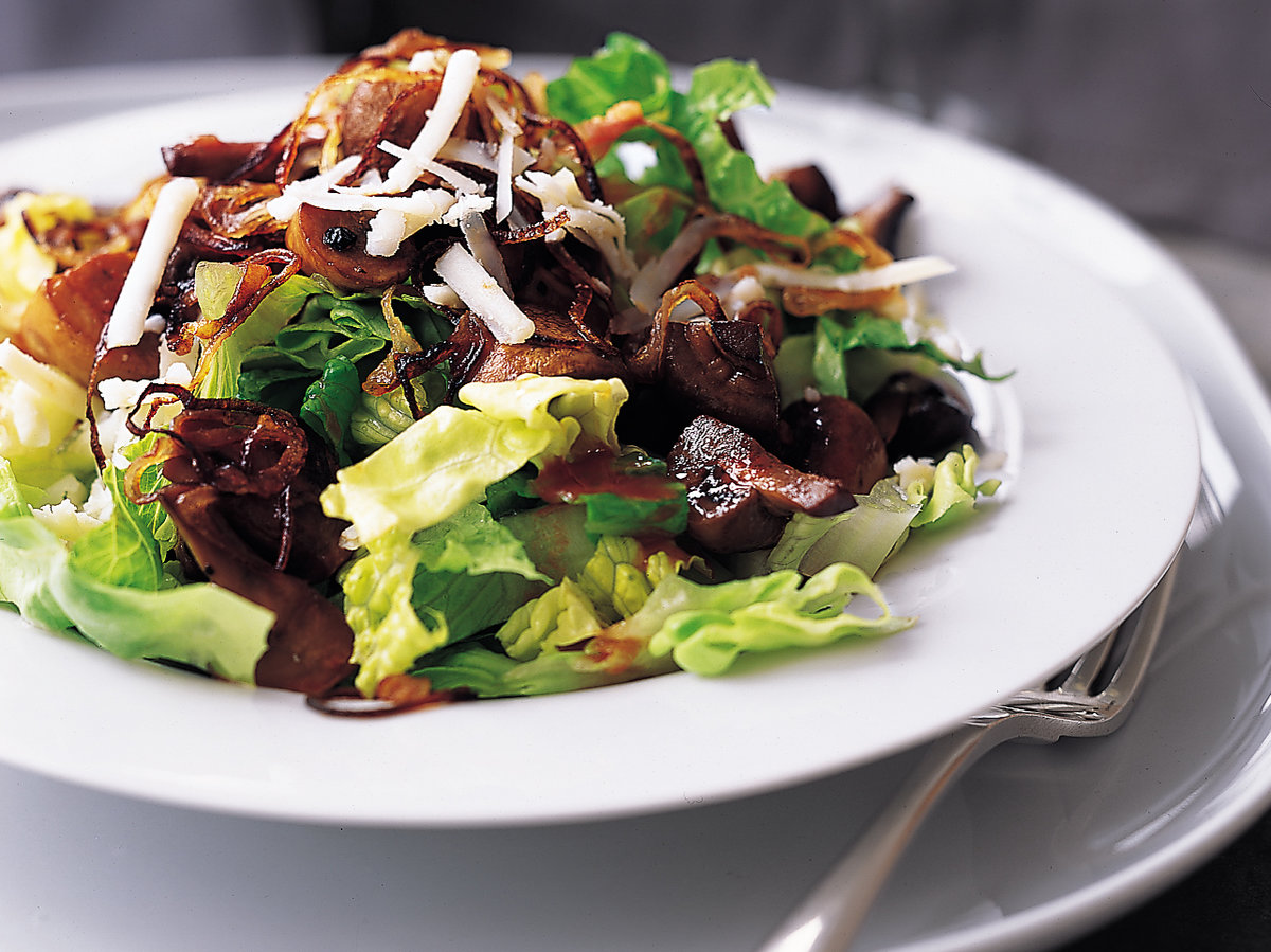 How to cook delicious salad with beans and mushrooms