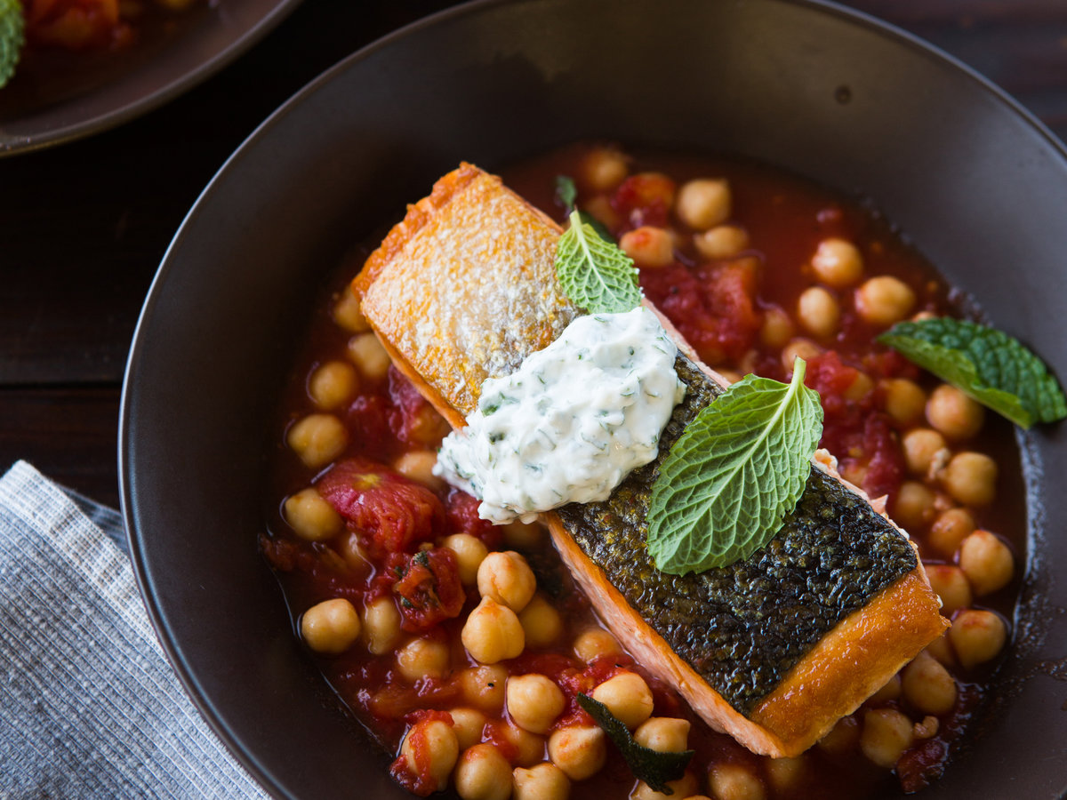 original-201309-a-salmon-with-tomato-braised-chickpeas.jpg