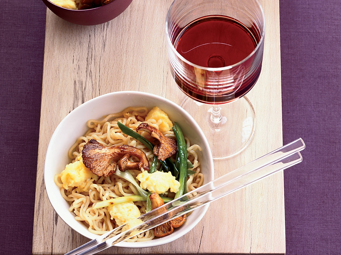 fw200710_stir-fried-noodles.jpg