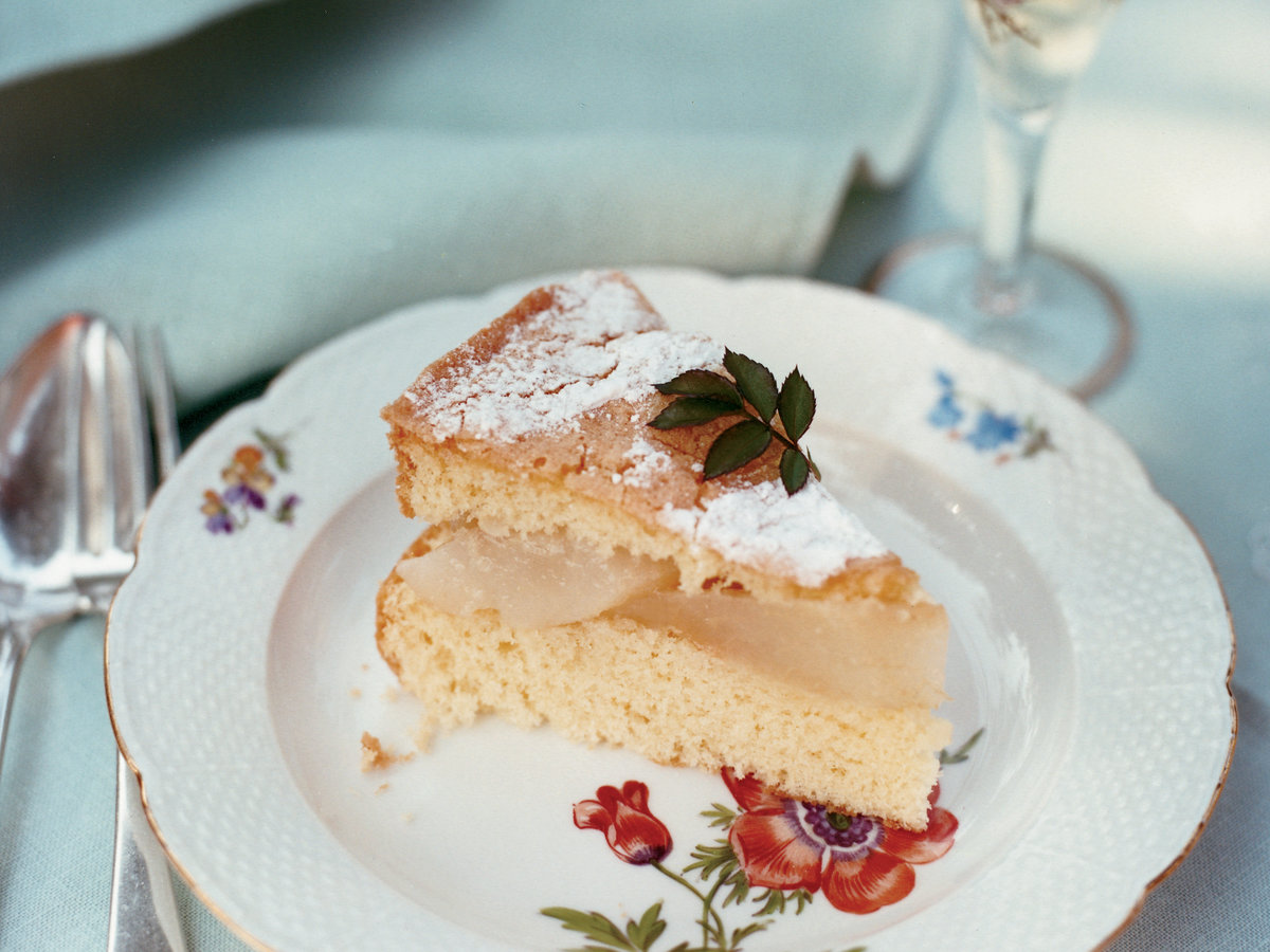 Almond cake with pears and cr me anglaise recipe - Creme anglaise ...