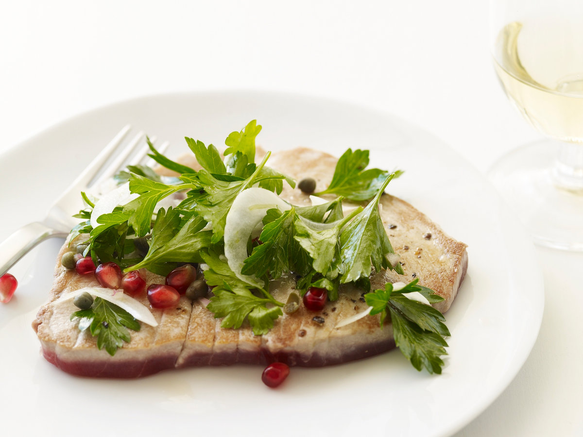 200901-r-tuna-pomegranate.jpg