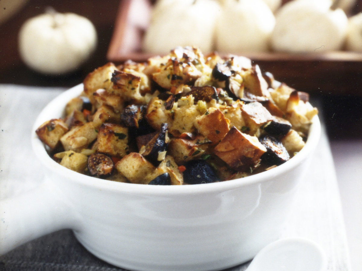 200911-r-fig-almond-stuffing.jpg