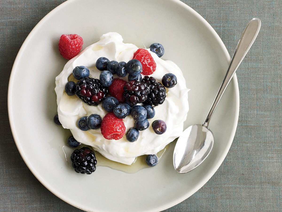 201002-r-berry-yogurt-pavlovas.jpg