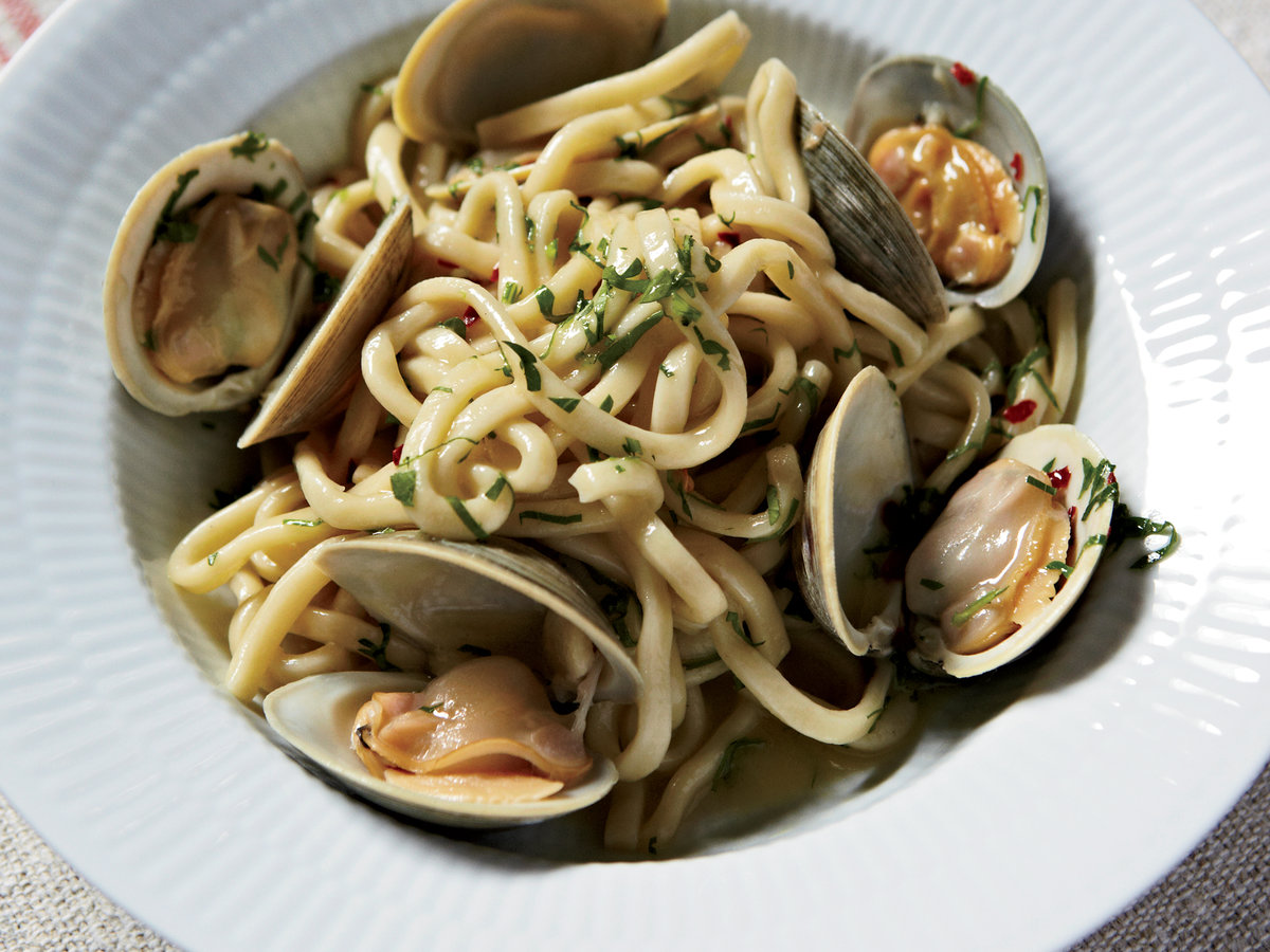 201002,r,spaghetti,clams,garlic