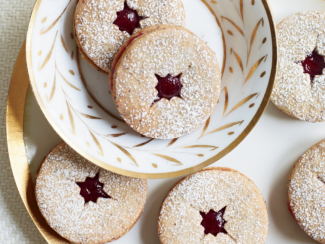 <p>Linzer Cookies with Spiced Jam</p>