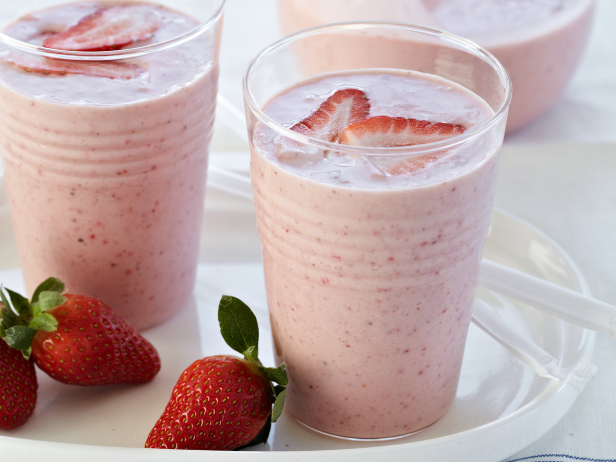 How to make a strawberry banana smoothie from king
