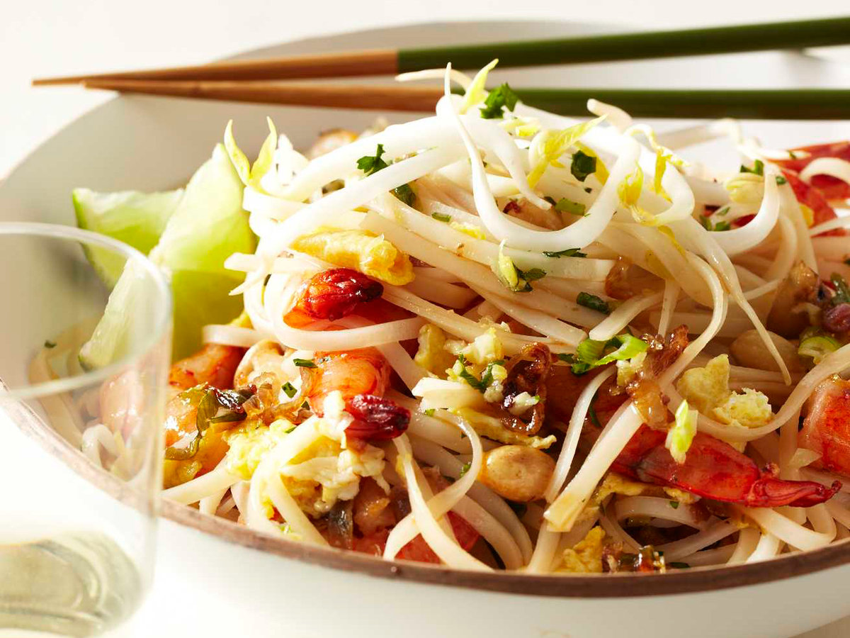 201105-r-shrimp-pad-thai.jpg