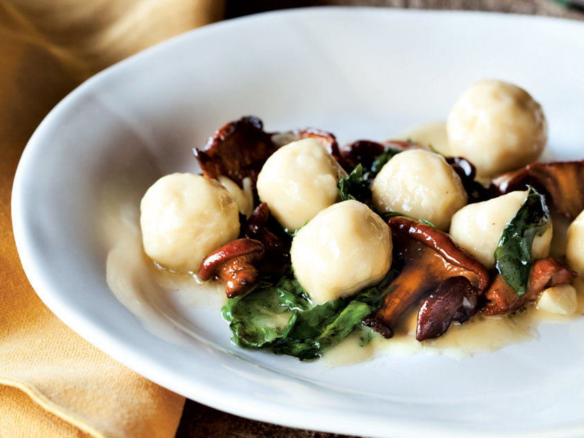 201105-r-Ricotta-Gnudi-with-Chanterelles.jpg
