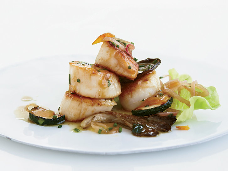 201105-r-warm-scallop-salad.jpg