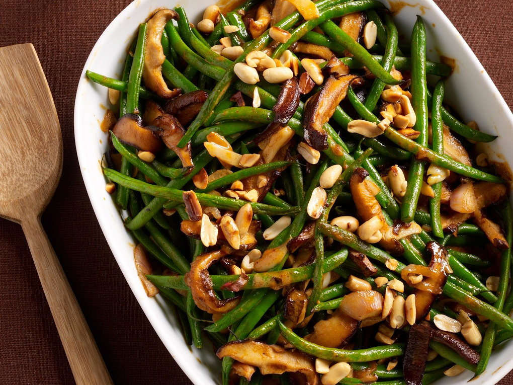 This personal-size twist on green bean casserole is a no-mess way to serve everyone's favorite Thanksgiving trismaschacon.tk Time: 30 mins.