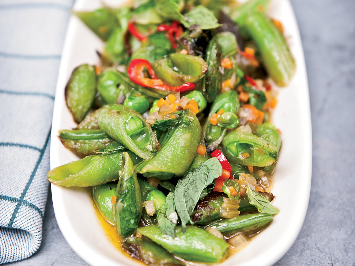 201109-r-sugar-snap-peas-with-soffrito-hot-pepper-and-mint.jpg
