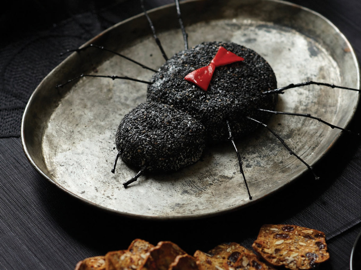 201110-r-black-widow-goat-cheese-log.jpg