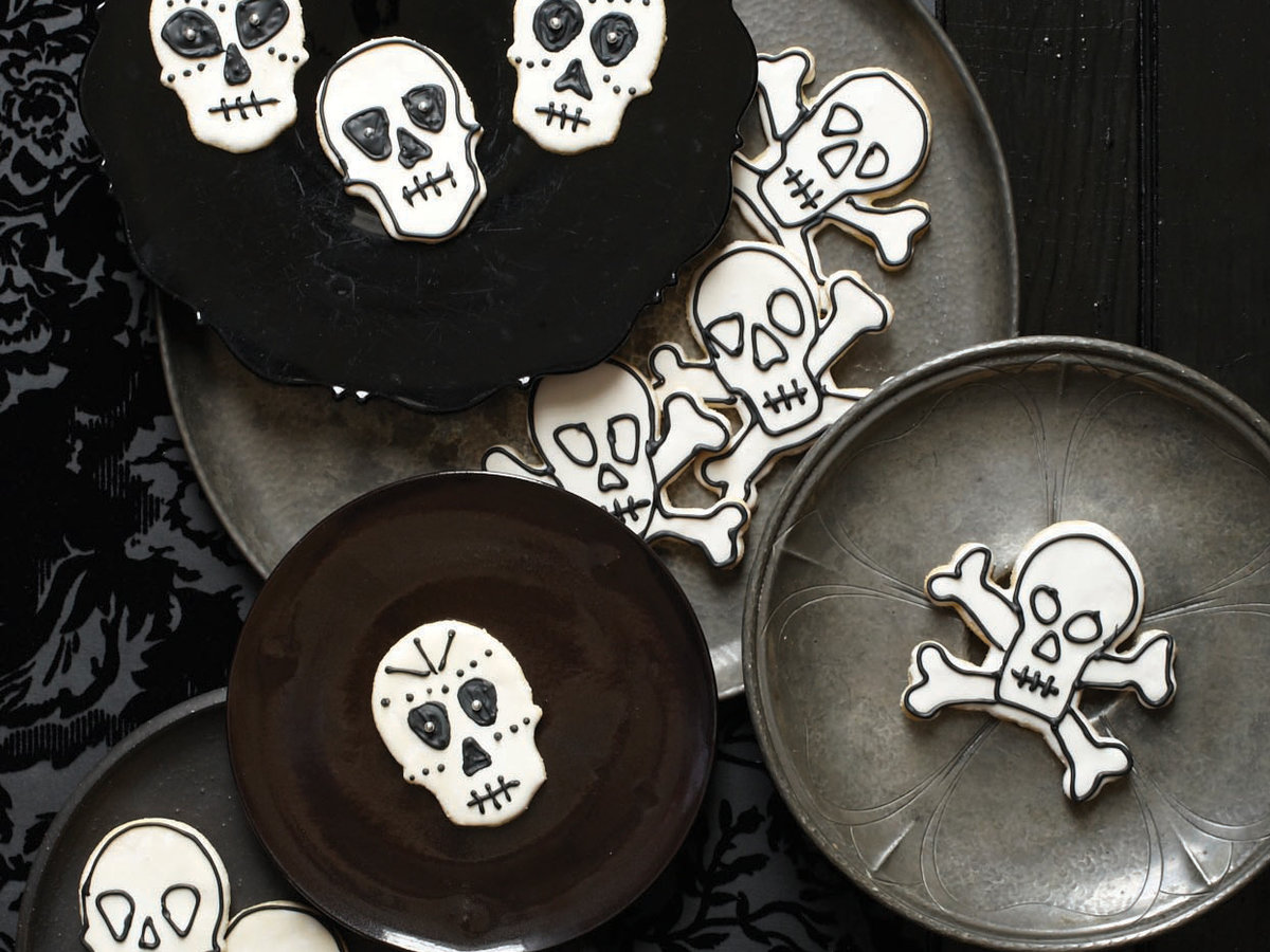 201110-r-day-of-the-dead-sugar-cookies.jpg
