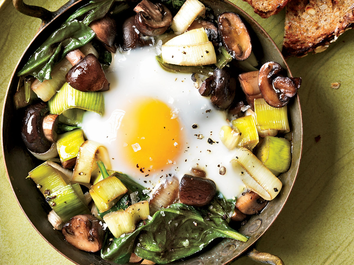 201110-r-eggs-baked-over-sauteed-mushrooms-and-spinach.jpg
