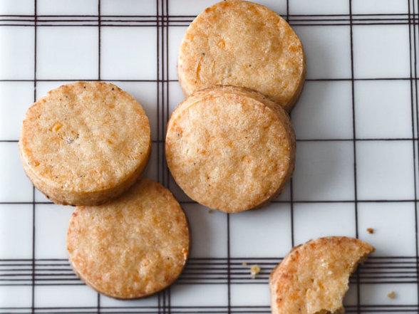 201111-r-smoked-cheese-cocktail-cookies.jpg