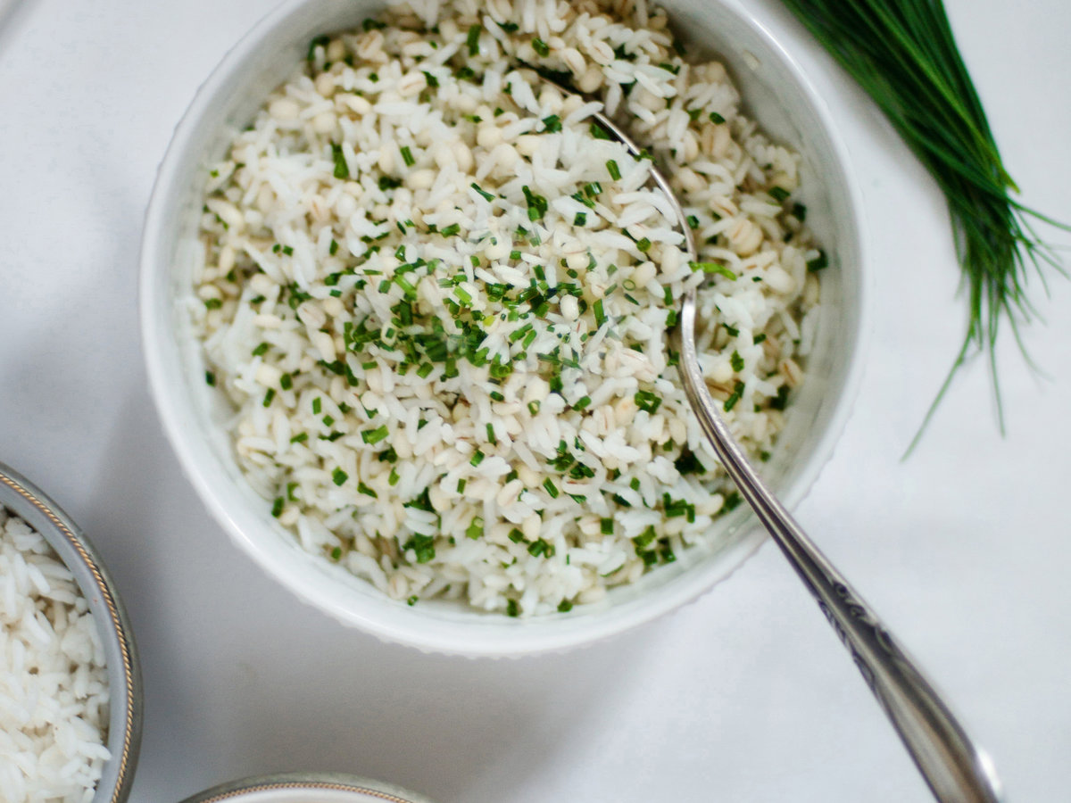 original-201310-r-barley-and-rice-with-sesame-oil-and-chives.jpg