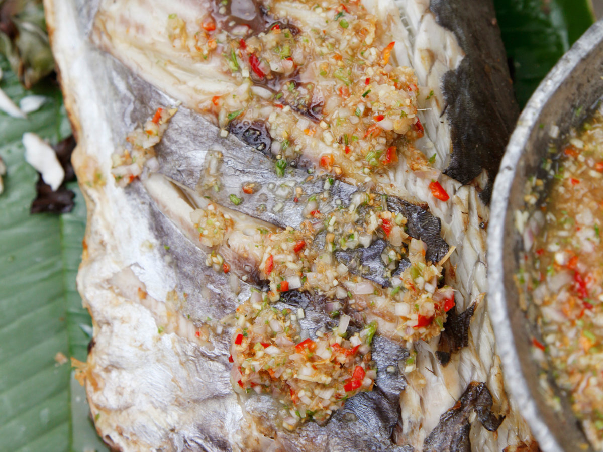 images-sys-201112-r-fish-grilled-in-banana-leaves-with-chile-lime-sauce.jpg