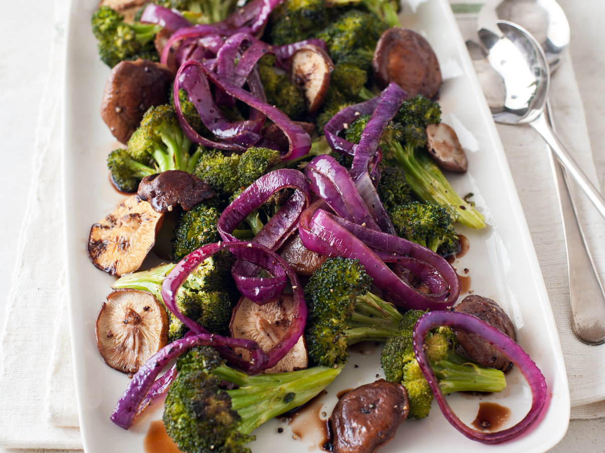 original-201203-r-blogger-broccoli-shiitake-and-red-onion-roast.jpg