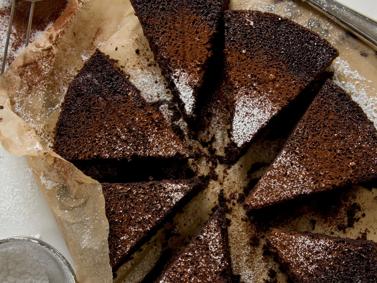 images-sys-201202-r-chocolate-cake.jpg
