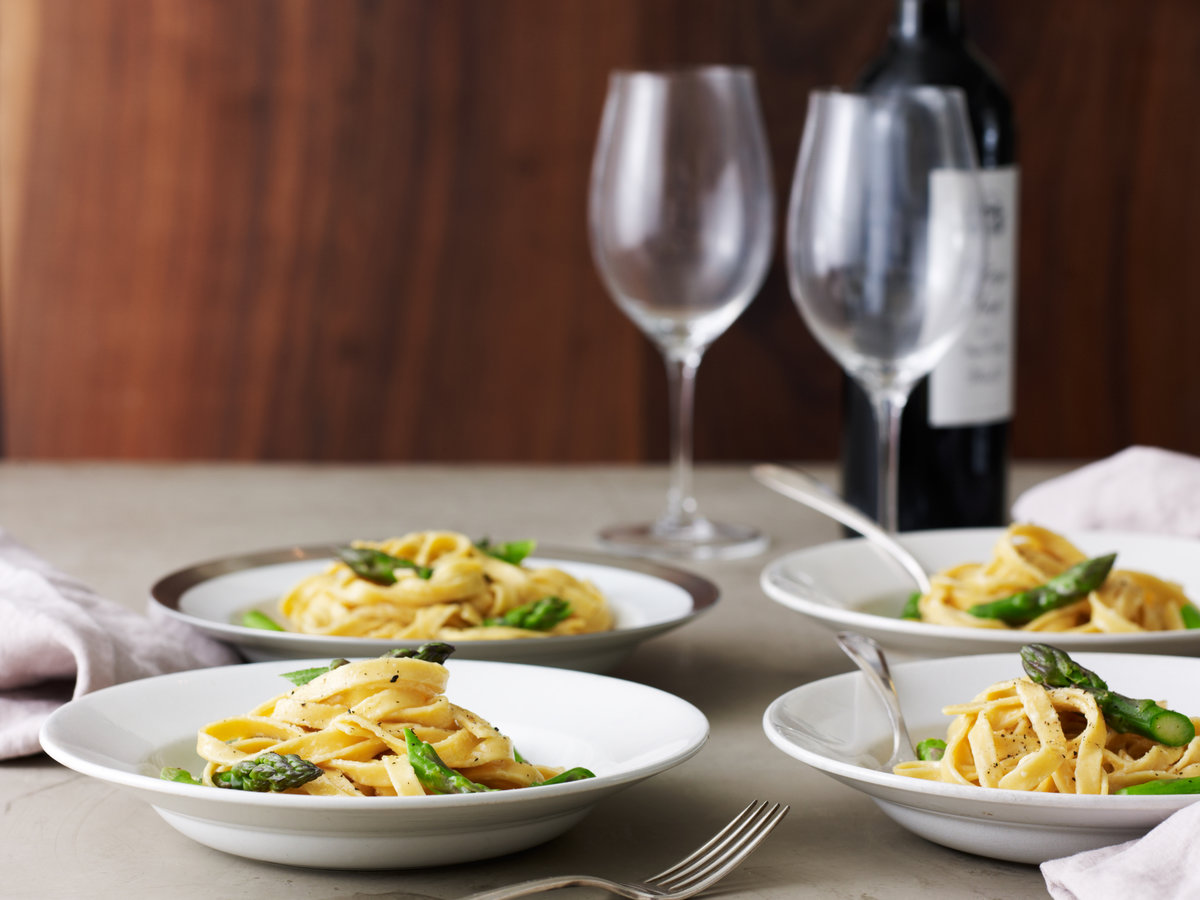 images-sys-201202-r-fettuccine-alfredo-with-asparagus.jpg