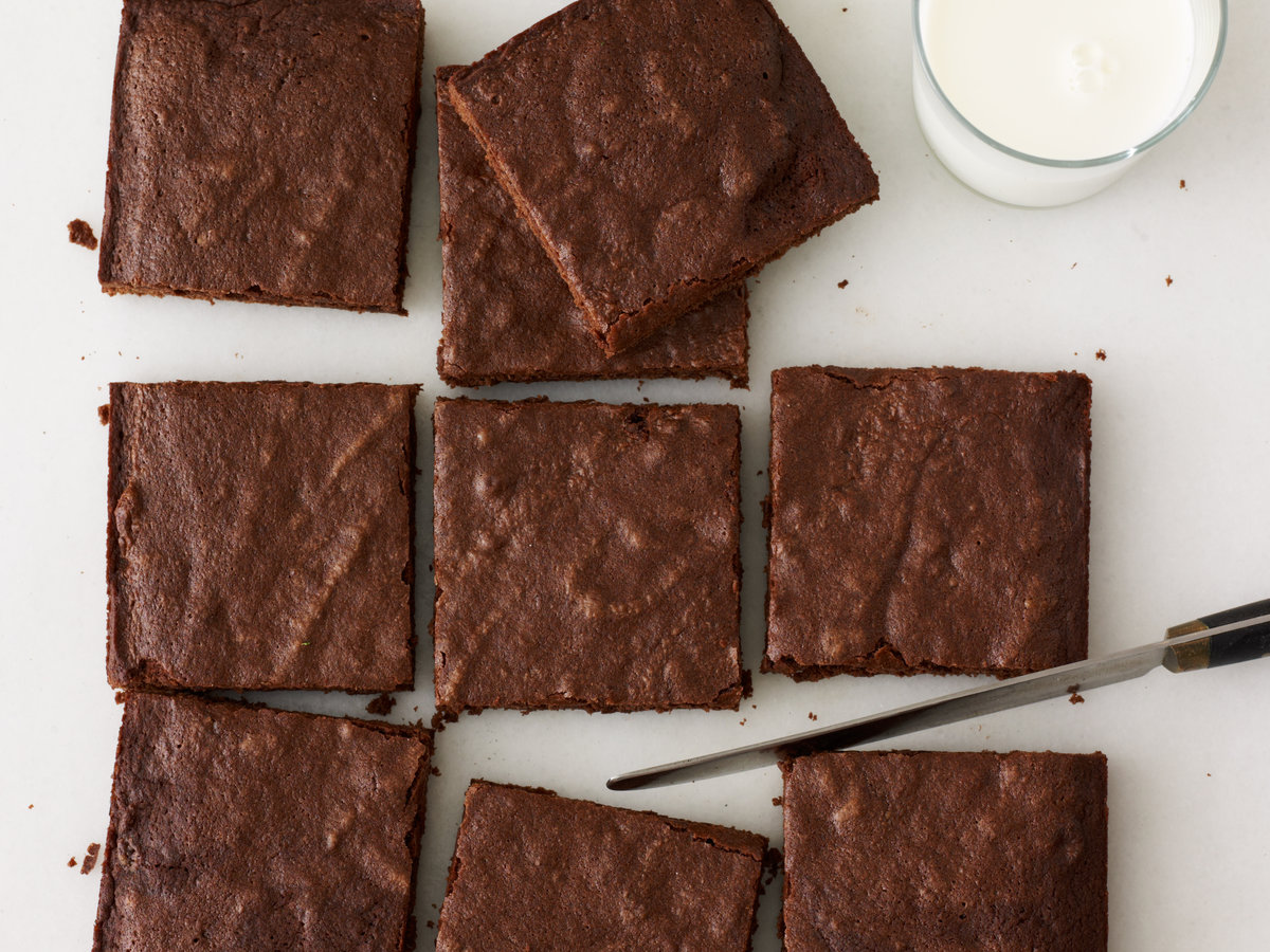 images-sys-201202-r-fudgy-chocolate-brownies.jpg