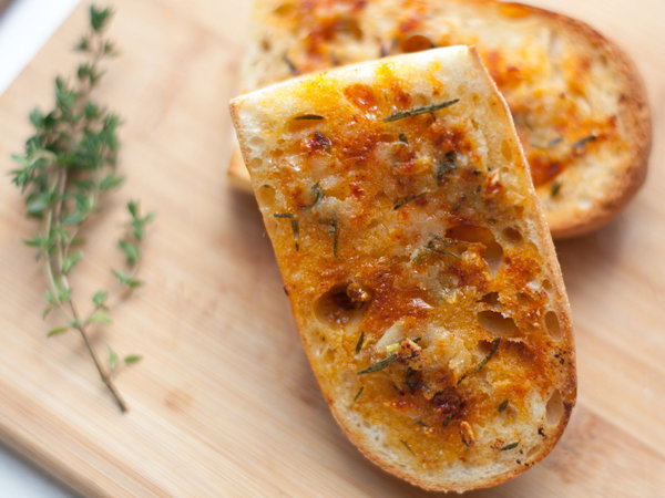 original-201203-r-blogger-herbed-garlic-bread.jpg
