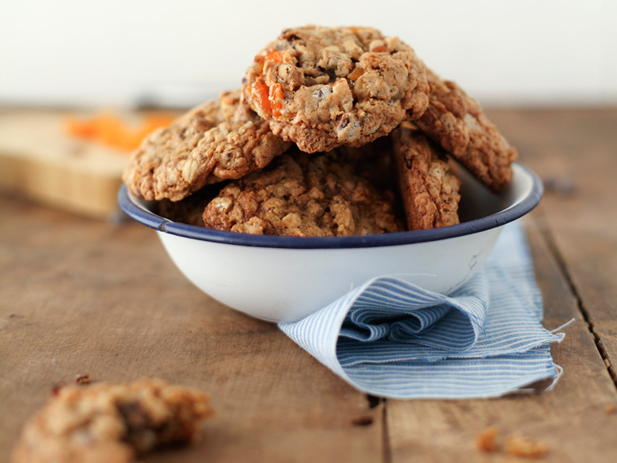 images-sys-201202-r-chocolate-chip-granola-cookies.jpg