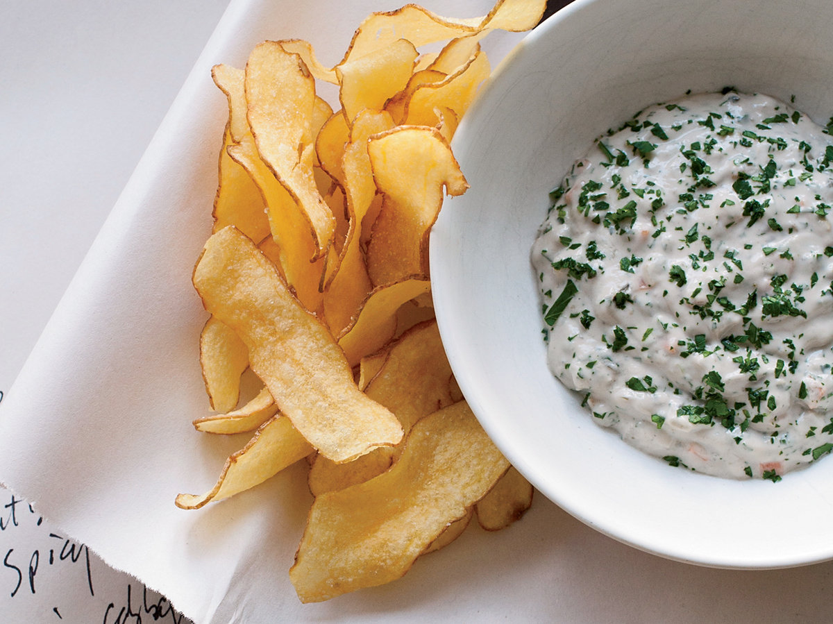 images-sys-201201-r-oyster-tartare-sauce-with-potato-chips.jpg
