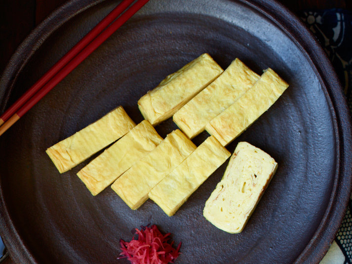 images-sys-201203-r-japanese-style-folded-omelet.jpg