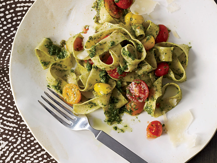 images-sys-201203-r-whole-wheat-fettuccine-with-arugula-pesto.jpg
