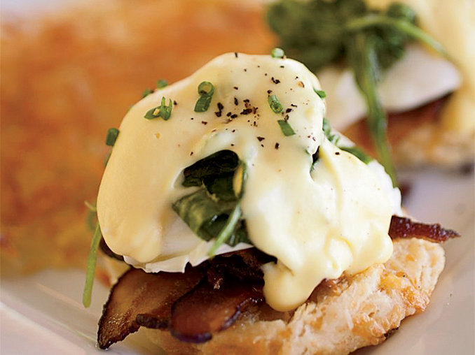 <p>Eggs Benedict with Bacon and Arugula</p>