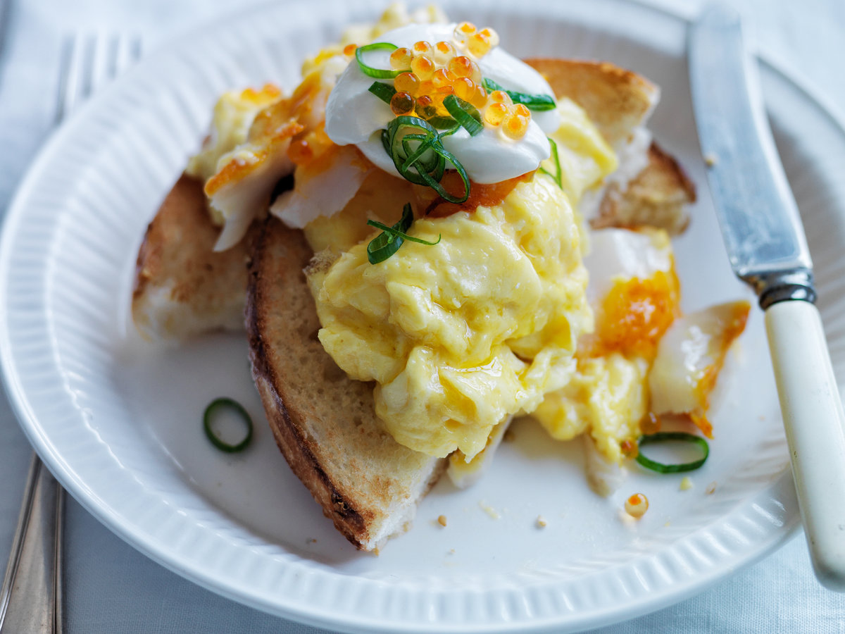 original-201307-r-soft-scrambled-eggs-with-smoked-sablefish-and-trout-roe.jpg