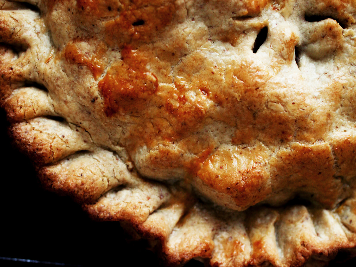original-201309-r-apple-raisin-pie-with-walnut-cream-cheese-crust.jpg