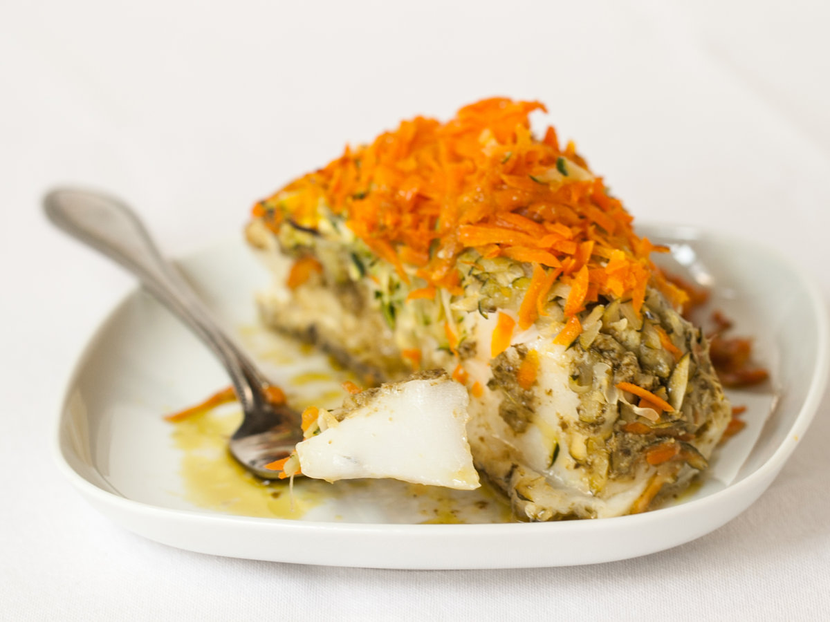 original-201308-r-sea-bass-baked-in-foil-with-pesto-zucchini-and-carrots.jpg