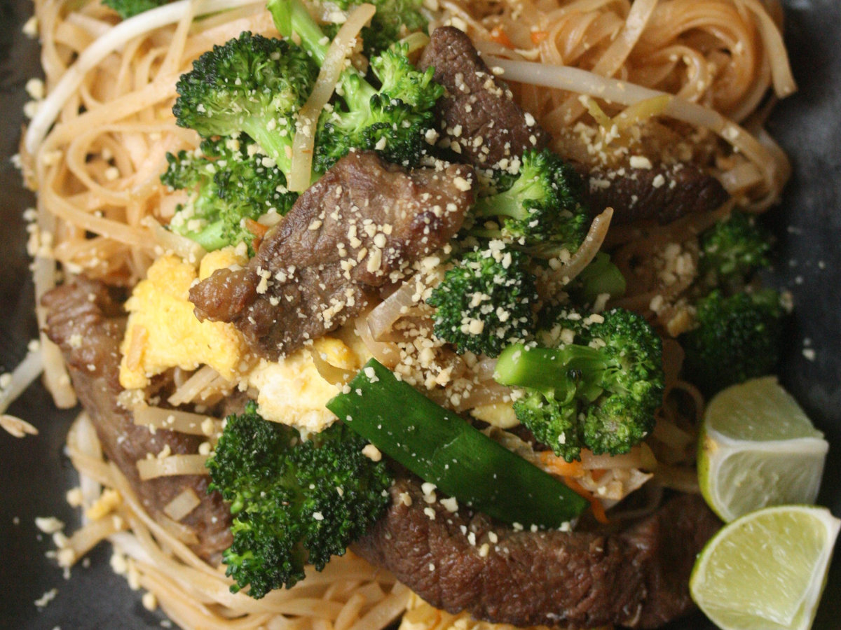 original-201310-r-beef-and-broccoli-pad-thai.jpg