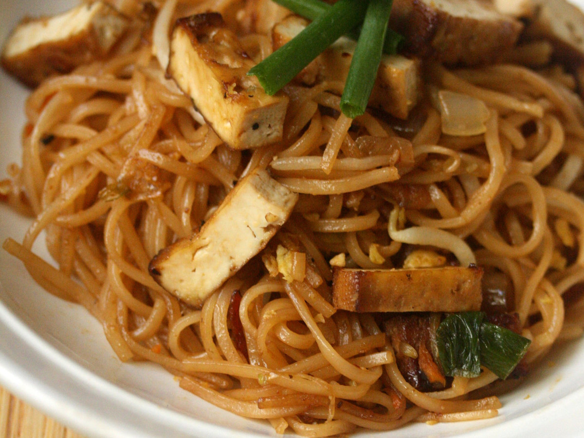 original-201310-r-smoked-tofu-pad-thai.jpg